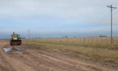 Continúan los trabajos en caminos rurales