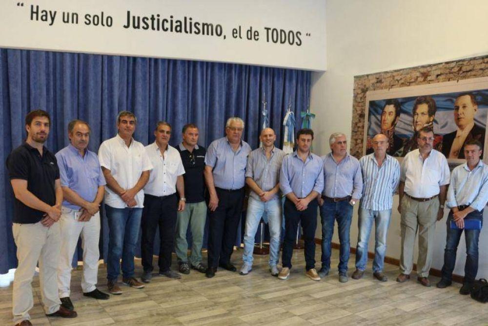 Los intendentes peronistas del interior acordaron pedirle una audiencia a Vidal