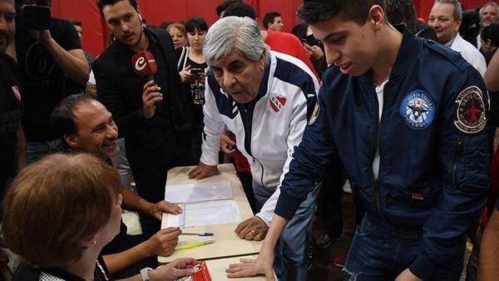 La causa de 2012 que podría probar los vínculos entre la barra de Independiente y el Sindicato de Camioneros de los Moyano