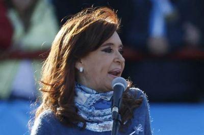 Con la venia de Cristina Kirchner, La Cámpora ensaya una aproximación al jefe camionero
