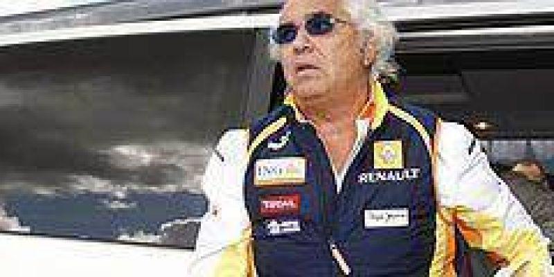 FIA advierte a Renault por el incidente de Singapur, pero castiga duro a Flavio Briatore