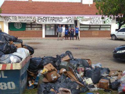 Continúa el paro de los Municipales de Merlo y se acumula la basura en las calles