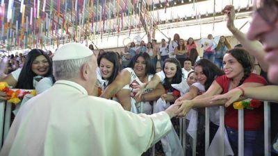 El papa Francisco visitó una cárcel de mujeres en Chile: