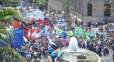 Las 62 Organizaciones Córdoba salieron al cruce de la CGT Regional y se despegan del macrismo