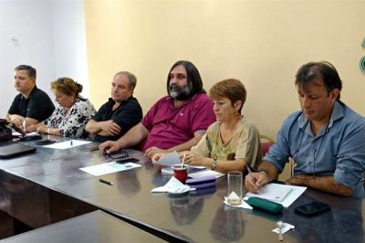 Los seis gremios docentes rechazan la suba de 15% que exige el Gobierno