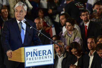 Piñera se quedó sin su cita con el Papa y solo recibió un frío saludo