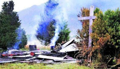 Antes de la llegada del Papa, queman una capilla y dos helicópteros en Temuco