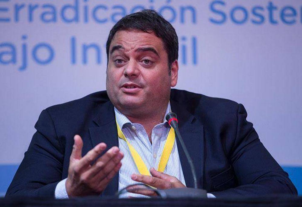 En medio de su escándalo, Jorge Triaca defendió las paritarias del 15%
