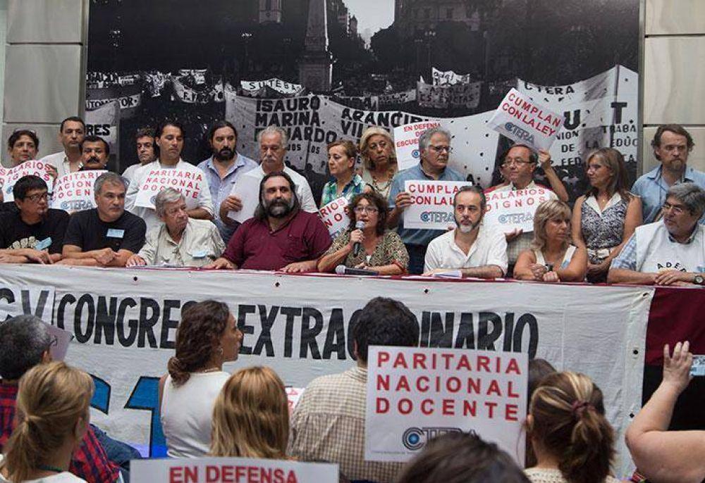 Los docentes denuncian ante la OIT el decreto que modifica su paritaria