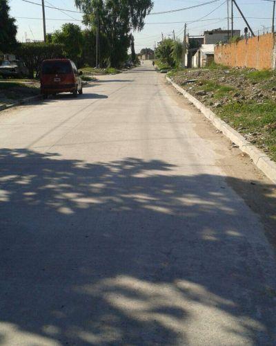 El Municipio de Lomas extiende a más cuadras las tareas de asfalto