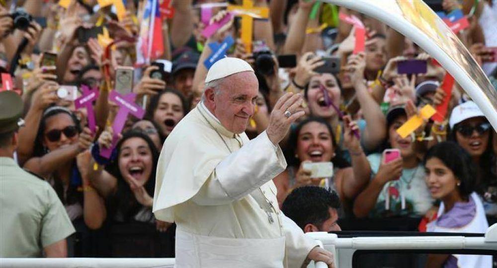 Francisco instó a los jóvenes chilenos