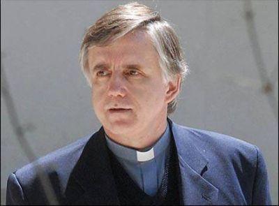Grassi es la cara visible del lado más oscuro de la iglesia de Francisco