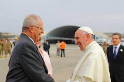 Perú recibió al papa Francisco con el fervor que no hubo en Chile