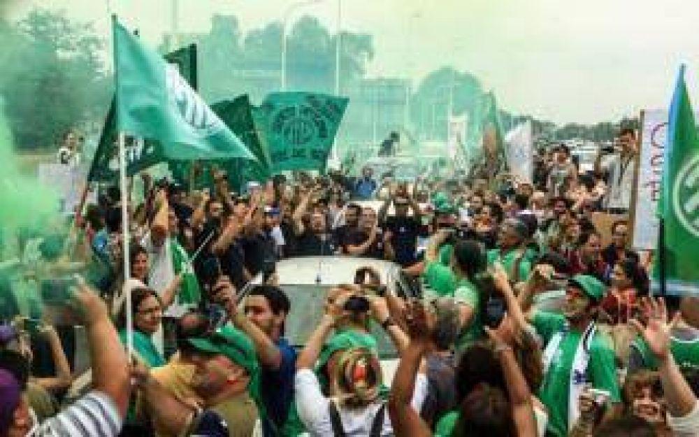 Fanazul: Trabajadores reclamaron la reapertura de Fabricaciones Militares
