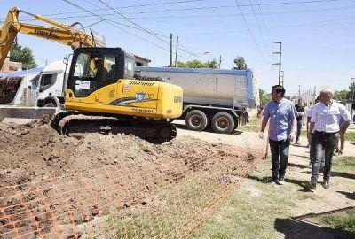 Nardini recorrió la obra hidráulica del Barrio Iparraguirre