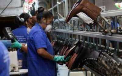 Coronel Suárez: Por la crisis en DASS, piden a Macri que limite la importación de calzado