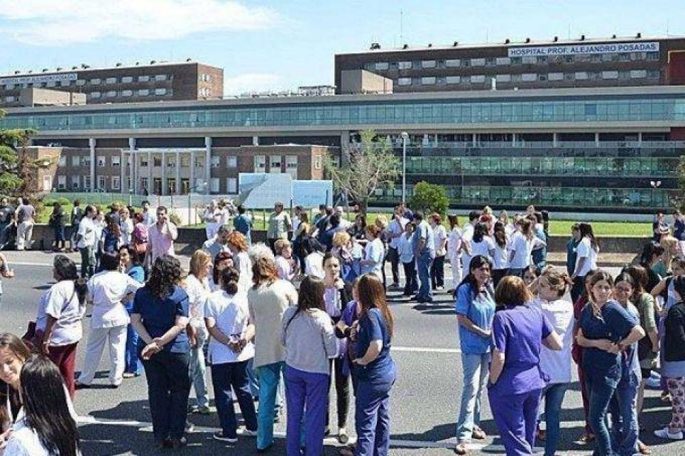 Profesionales de la salud realizan jornada de protesta en rechazo a los despidos en el hospital Posadas