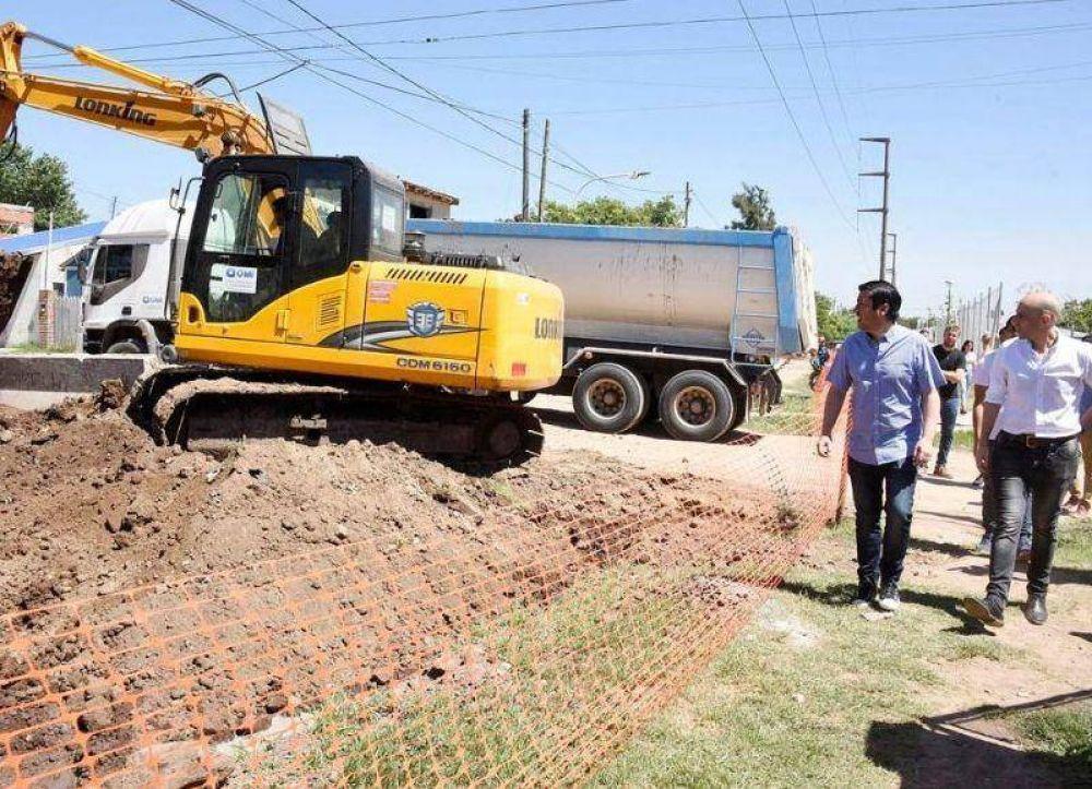 El intendente de Malvinas Argentinas recorrió la obra hidráulica del Barrio Iparraguirre, en Tierras Altas