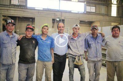 Escuelas de Trabajo: Corral visitó a seis jóvenes en una fábrica de cámaras para bicicletas