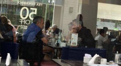 Cariglino ahora coquetea con Menéndez para volver al peronismo