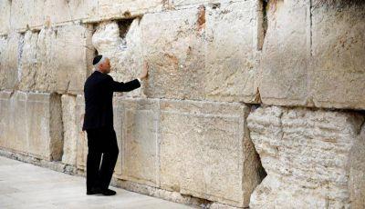 Negociar la paz depende de palestinos, afirma Pence