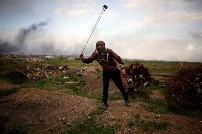 La protesta de jóvenes palestinos contra Donald Trump en la frontera con Israel