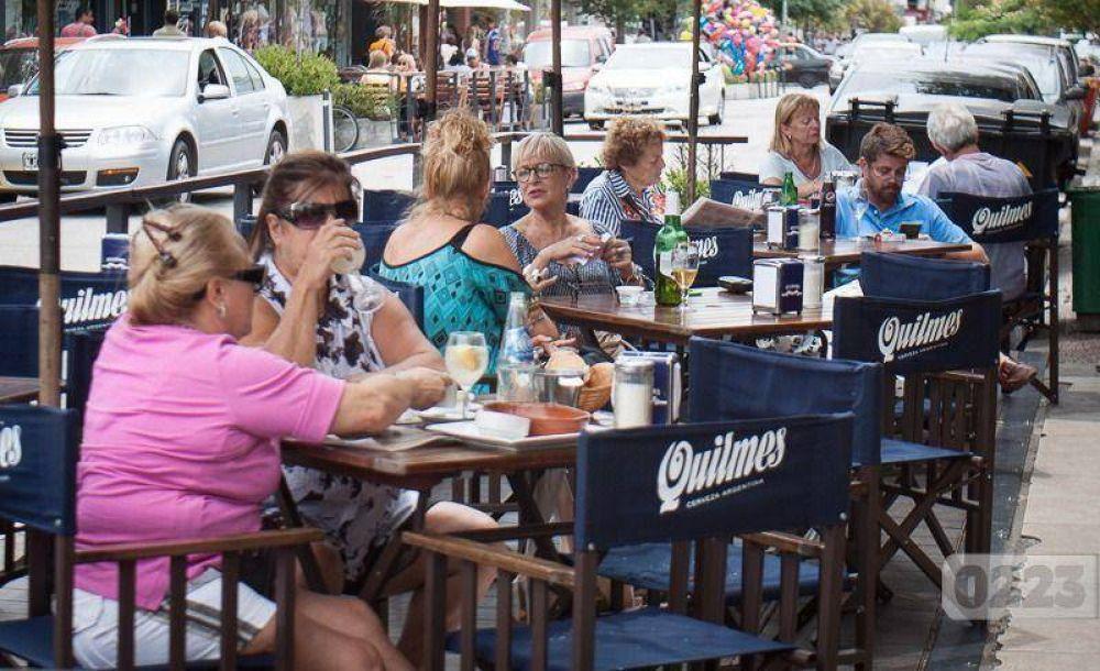 Los gastronómicos aseguran que este verano aumentó un 30% la demanda de personal