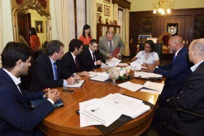 Se firmó el contrato que modifica el proyecto Fénix