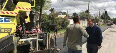 Avanzan los trabajos de asfalto en 40 cuadras de Claypole y Don Orione