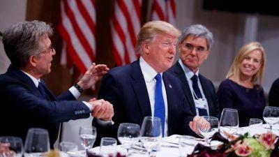 Donald Trump llega a Davos con la amenaza de recortar fondos a los palestinos