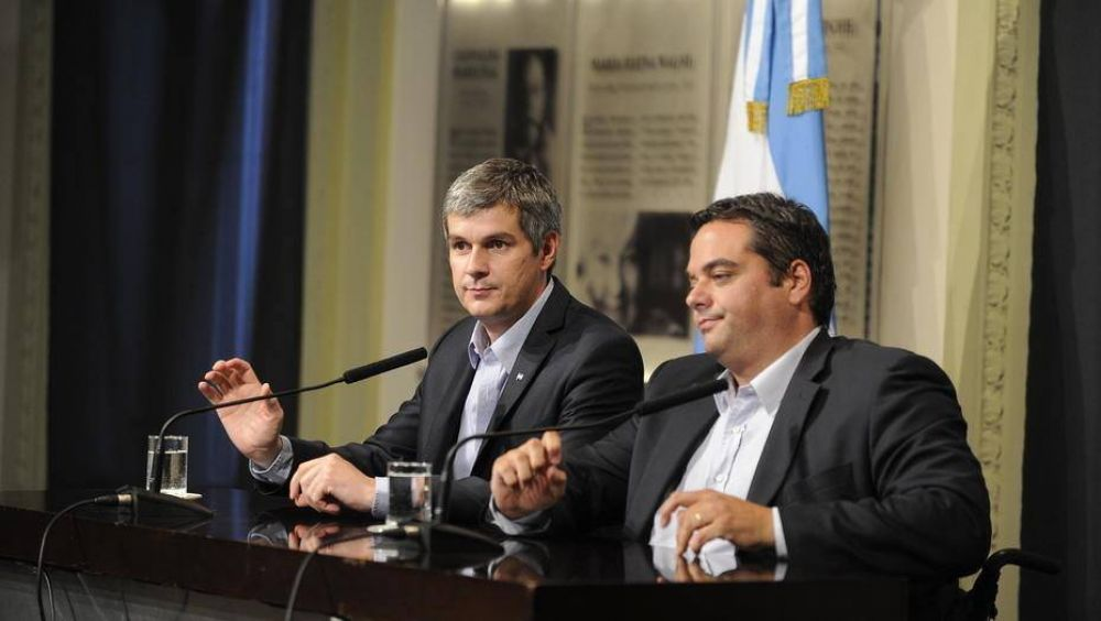 El Gobierno sospecha que Hugo Moyano se acercó a Sergio Massa y busca quitarle poder