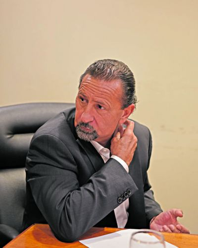 La idea de congelar los sueldos de los funcionarios ya genera debate entre los dirigentes tucumanos