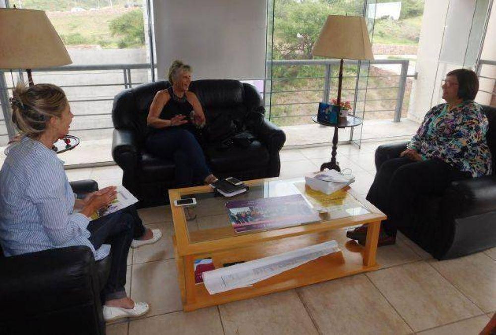 Bazzano se reunió con la delegada provincial del Sindicato de Amas de Casa (SACRA)