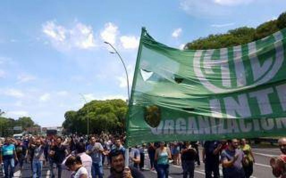 Marcha de ATE y UPCN con corte de General Paz por despidos en el INTI