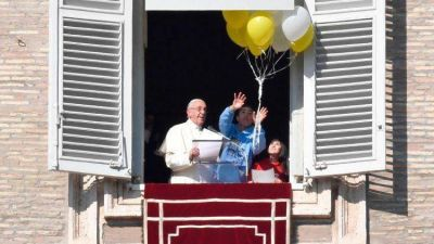 Ángelus del Papa: Jesús es nuestro Maestro, poderoso en obras y palabras
