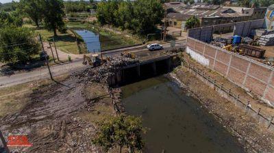 Intensifican los operativos de limpieza en los arroyos del distrito