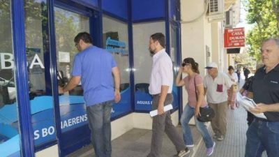 Los municipios bonaerenses hacen fila para pegarle a ABSA