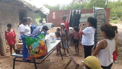 Provincia y comuna asisten a una familia en situación de riesgo de la localidad de El Cruce
