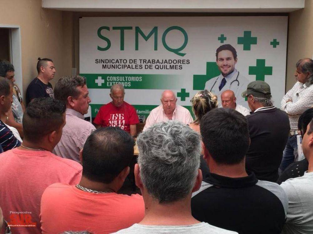 Trabajadores municipales reclaman 30% de aumento y la reincorporación de 54 empleados