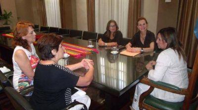 """Fuentes recibió a integrantes de la Fundación """"Mujer"""""""