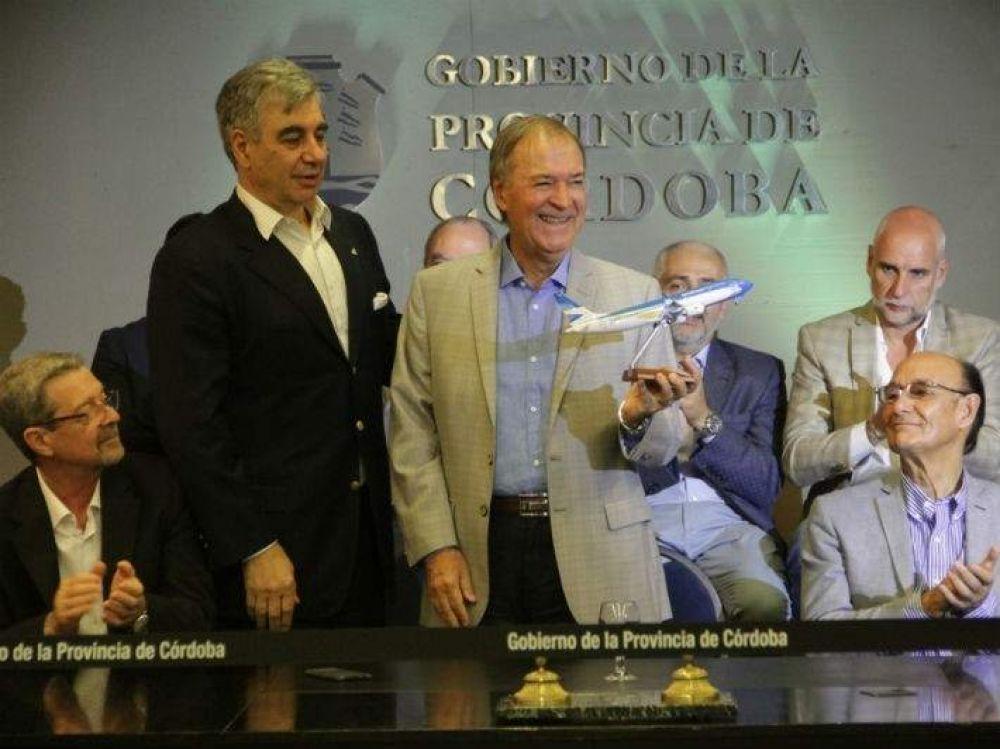 Provincia y Aerolíneas firman acuerdo para potenciar el centro de distribución de vuelos