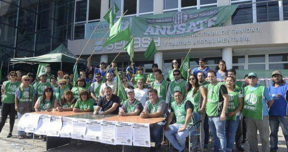 Contra los despidos, ocupan el Senasa en General Roca