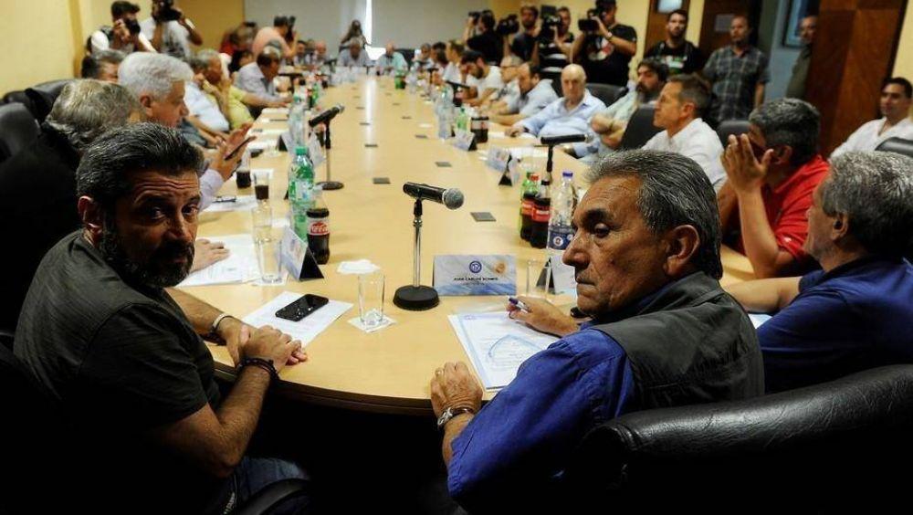 Una pelea pública entre sus jefes profundizó la división de la CGT