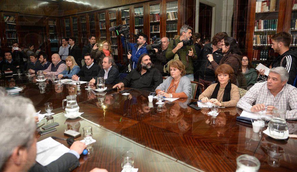 Gremios bonaerenses piden que se mantenga la cláusula gatillo