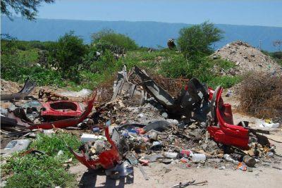 Vecinos de La Ribera temen que por la basura se desborde el río