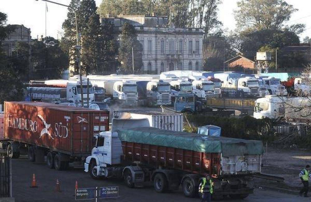 Los transportistas de cereales en paro se despegaron de Moyano: