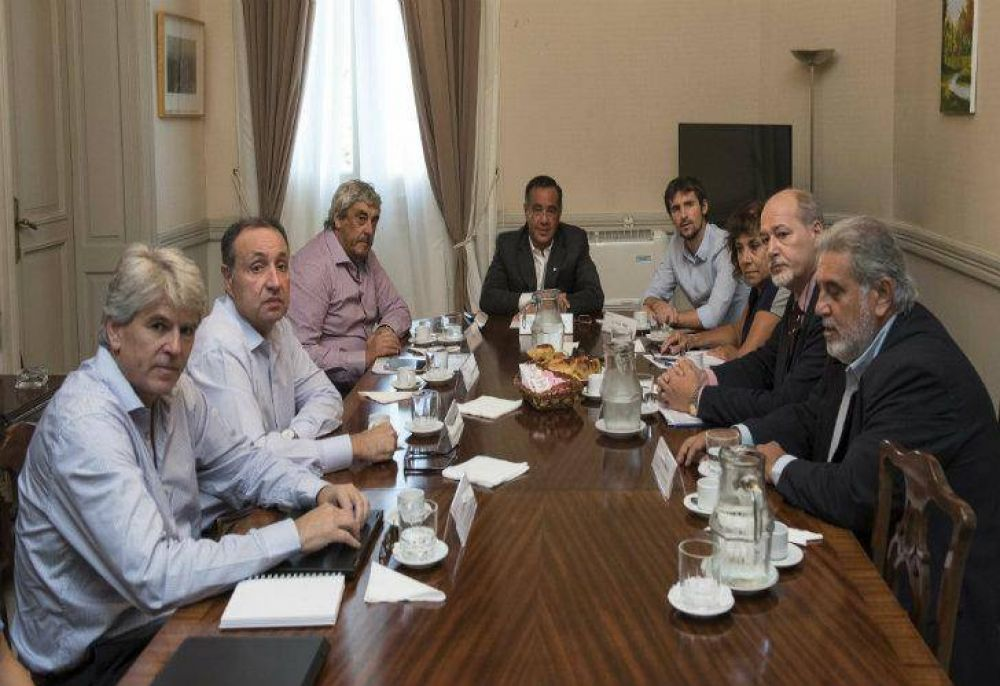 """Finocchiaro tras reunión con gremios: """"Lo que está en juego es el futuro del país"""""""