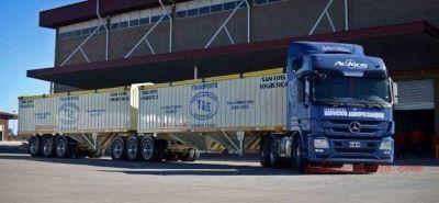 Camioneros de Paraguay continúan paro contra bitrenes brasileños