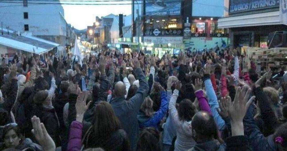 Los estatales fueguinos advierten que irán a la huelga si les congelan los salarios