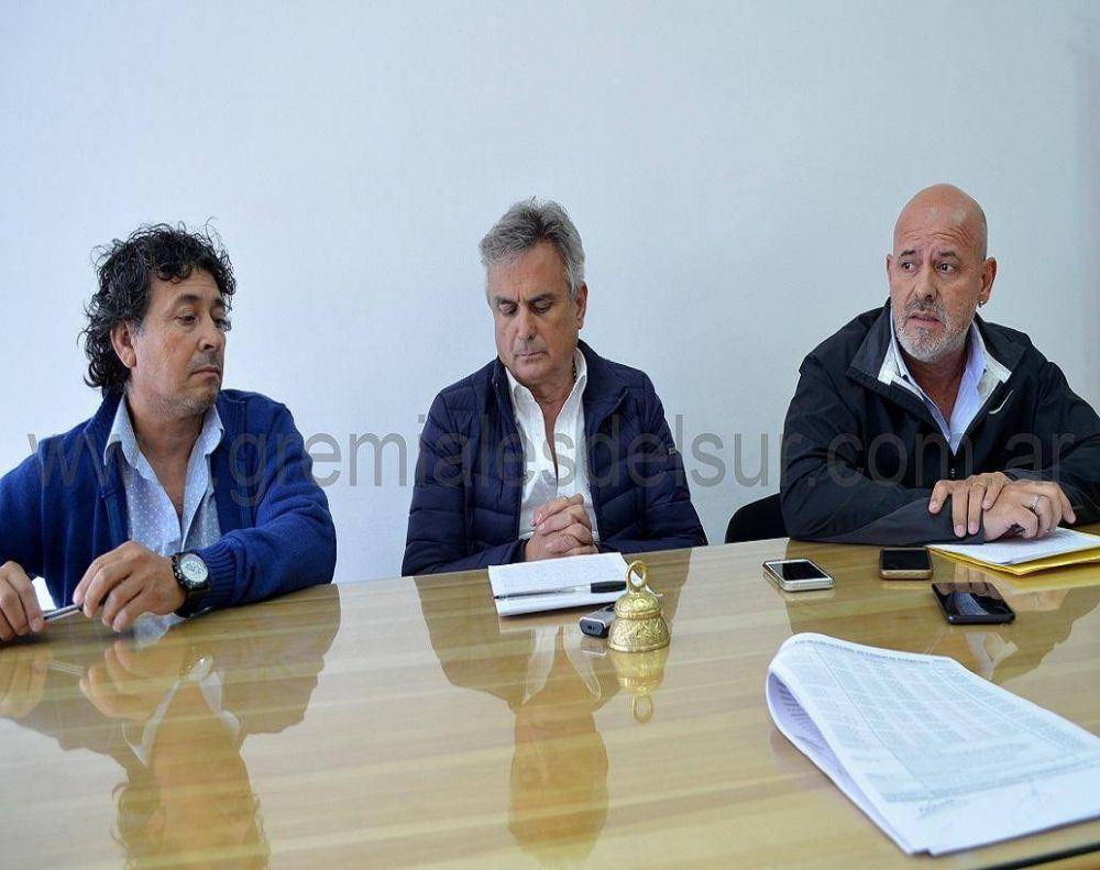 Firman acuerdo por cláusula gatillo en el sector mercantil